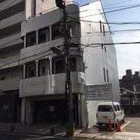 隣のビルが・・・外壁塗装のサムネイル