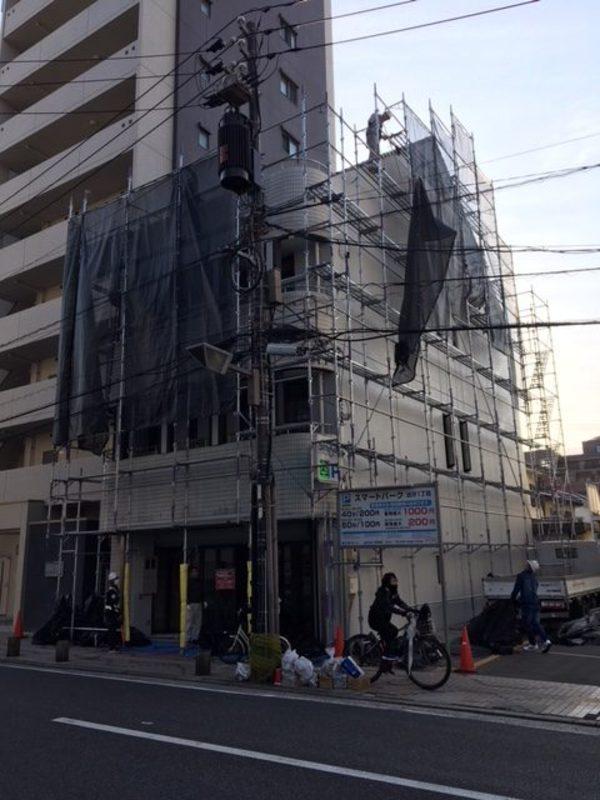 隣のビルが・・・外壁塗装